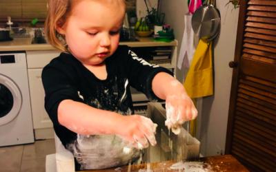 Rozwój sensoryczny dziecka poprzez zabawę w kuchni